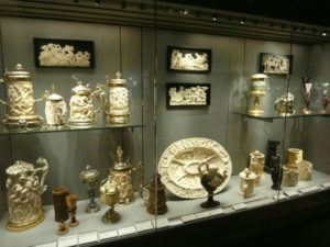 Королевская посуда в Лувре